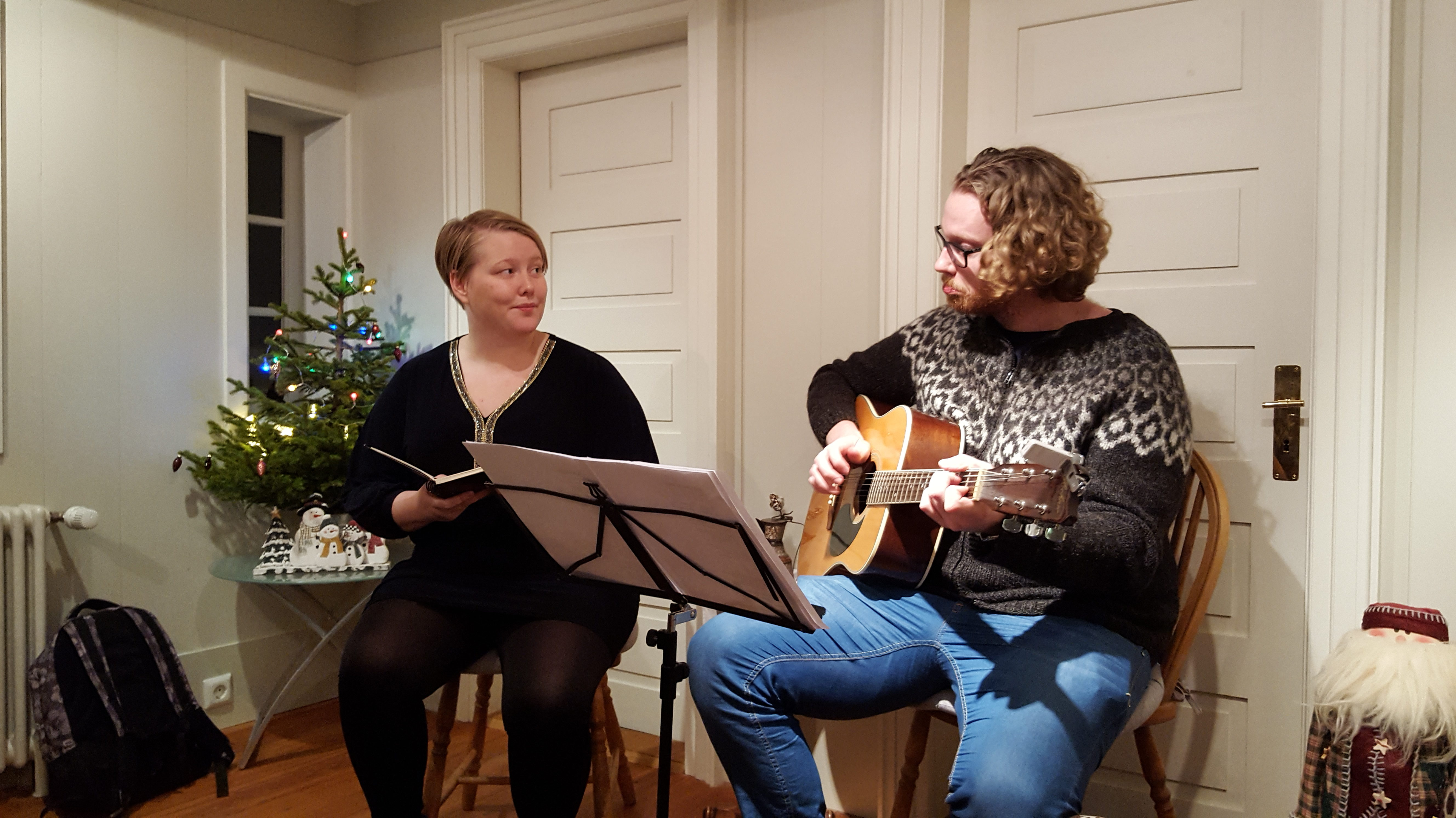 Fanney Kristjáns Snjólaugardóttir og Daníel Starrason fluttu nokkur lög fyrir gesti